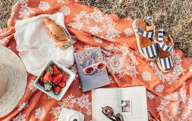 LUXE ESSENTIALS FOR A SUMMER PICNIC