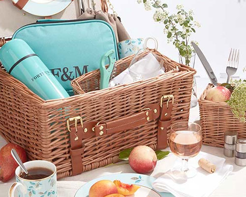 LUXE ESSENTIALS FOR A PICTURE-PERFECT PICNIC